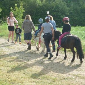 Promenade à cheval un jour ensoleillé