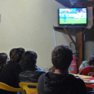 Télévision pour regarder matchs et émissions télé