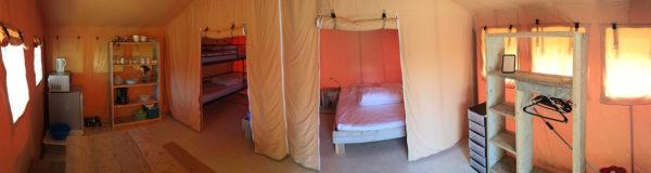 Panorama de l'intérieur d'un bungalow en toile