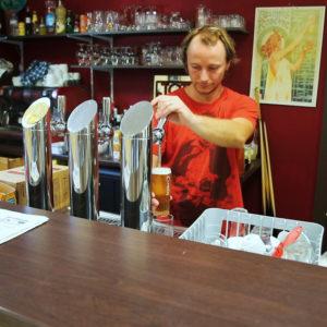 Le bar et ses tireuses à bière