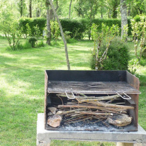 Barbecue disponible au camping