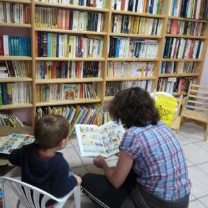 Espace bibliothèque pour enfant et adulte au camping