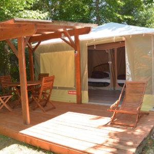 La terrasse extérieure du petit bungalow