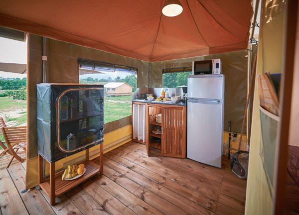 Espace de vie intérieur du bungalow