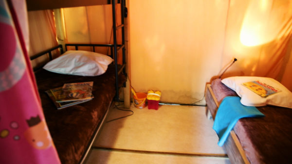 La chambre pour les enfants du bungalow