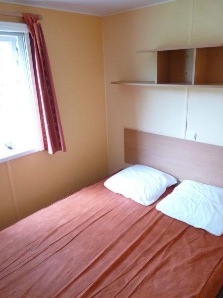 Chambre lit double du mobil'home pour 4 personnes
