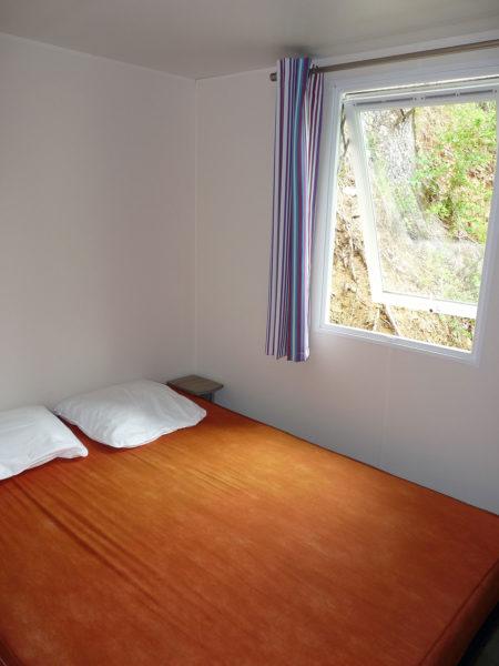 Chambre avec 1 lit double mobil'homes pour 5 personnes
