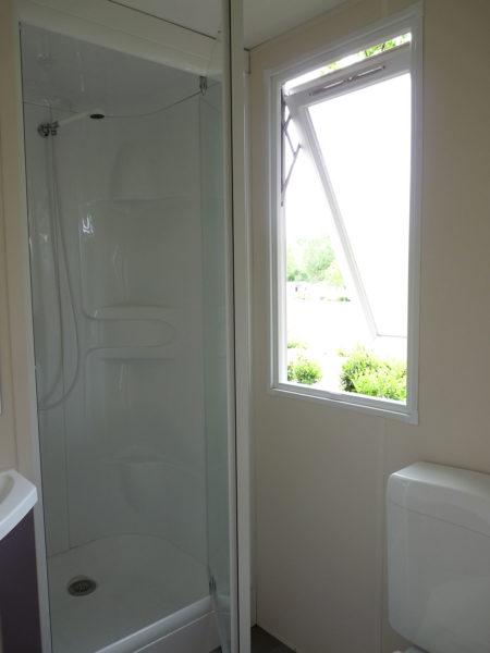La salle de douche du mobil'home pour 5 personnes