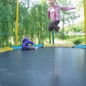 Un trampoline pour sauter dans les airs