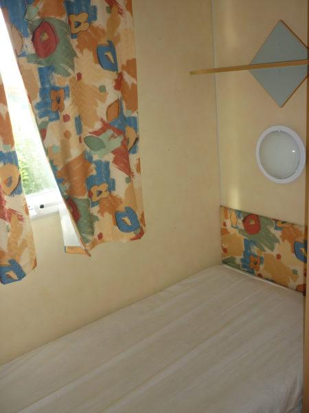 La chambre lit simple du mobil'home 3 personnes