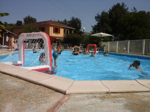 La piscine chauffée de notre camping 3 étoiles