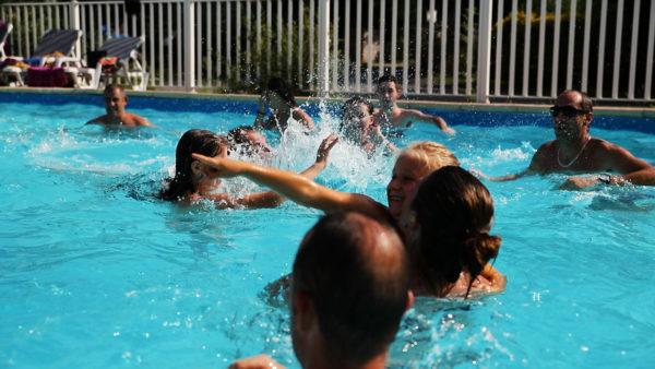 Bassins de nage pour les campeurs de La Lénotte