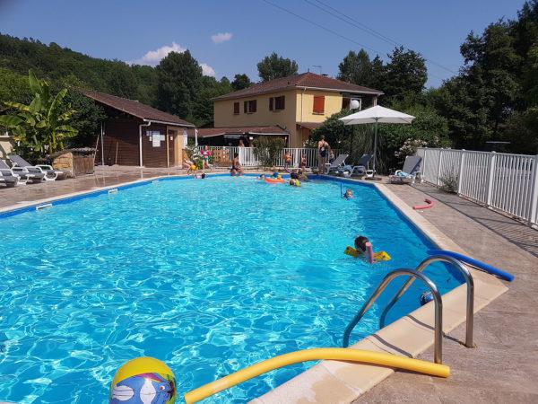 Camping avec espace aquatique chauffé en Dordogne