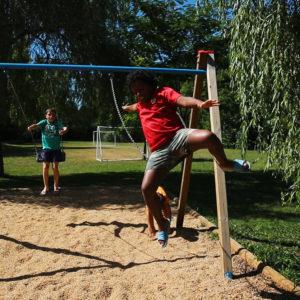 Des balançoires pour les bambins