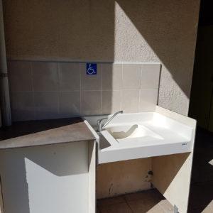 Des lavabos à hauteur