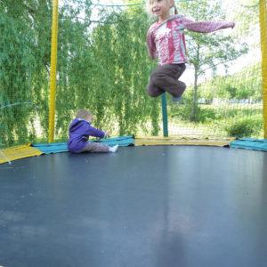 Un trampoline pour ravir les enfants