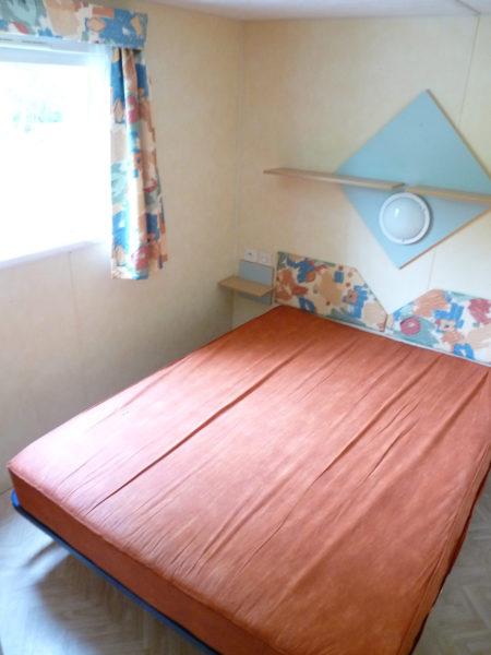 Chambre avec lit double mobil'home 4 à 6 personnes