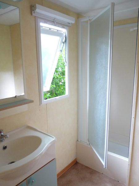 Salle de douche d'un mobil'home 4 à 6 personnes