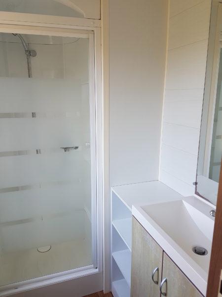 salle de douche du mobil'home pour 6 personnes