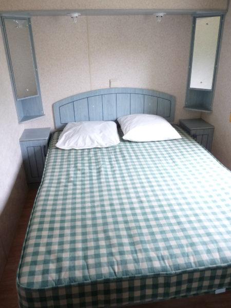 Chambre lit double d'un mobil'home pour 8 personnes