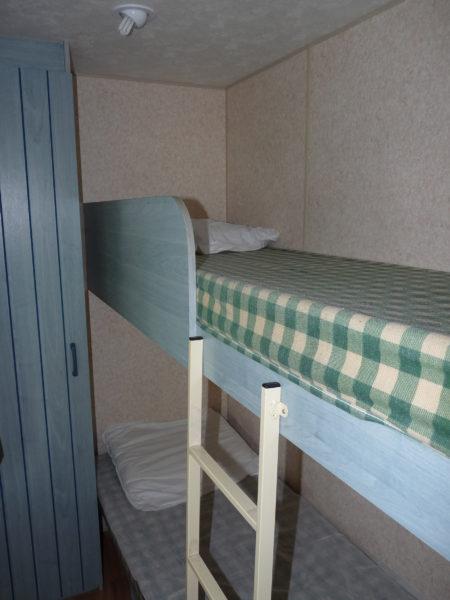 Chambre avec deux lits superposés du mobil'home pour 8 personnes