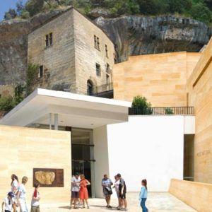 Vue extérieur d'un musée en Dordogne