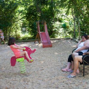 Aire de jeux pour les petits au camping