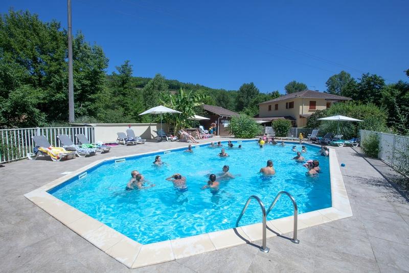 Camping dordogne avec piscine et pataugeoire espace aquatique - Camping dordogne avec piscine et lac ...