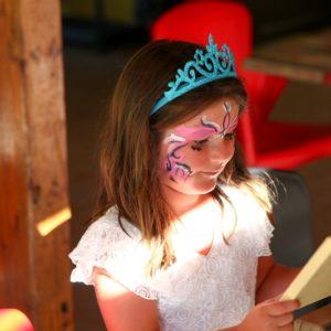 Atelier maquillage au club enfant du camping