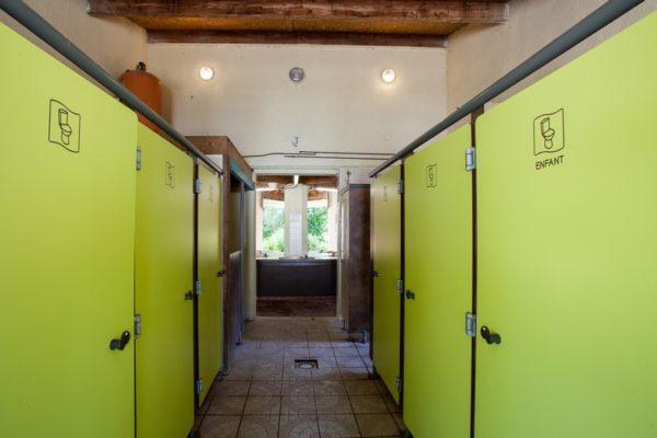 Les grands espaces sanitaires du camping